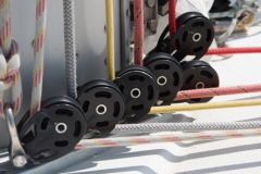 How to choose the right pulley for your sailboat?