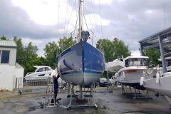 Kevin, technician in Port la Forêt, undergoing hull renovation