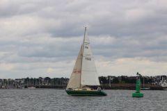 A sloop with split rigging