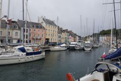 Belle-Ile in the rain, the awnings are out